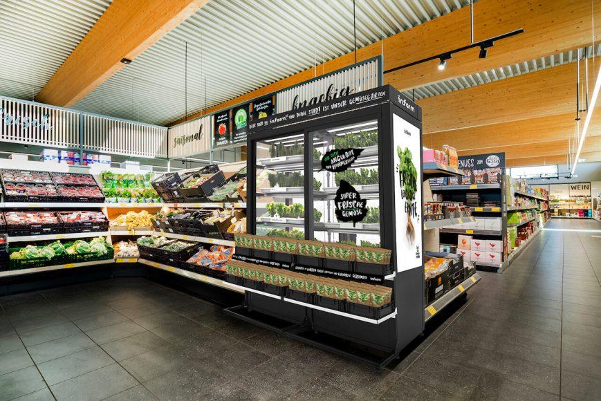 Neben Aldi Süd versuchen sich  auch Metro und Edeka mit smart  angebauten Kräutern. Sie gedeihen in den Gewächsschränken des Berliner Unternehmens Infarm.